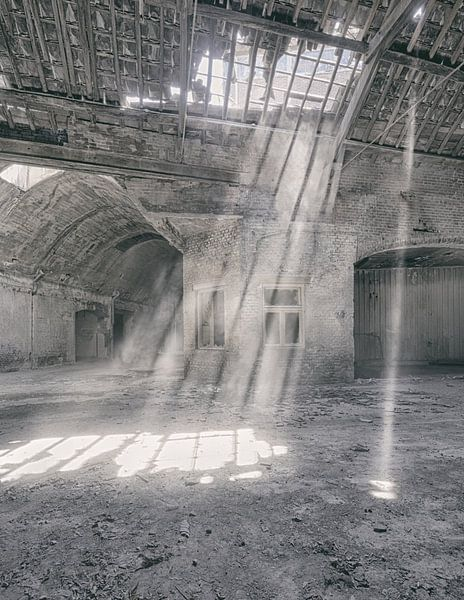 Verlaten plekken: Sphinx fabriek Maastricht lichtstralen van Olaf Kramer