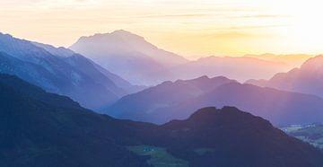 Zonsondergang in SalzburgerLand van Coen Weesjes