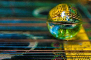 Een citer in een glazen bol van Norbert Sülzner