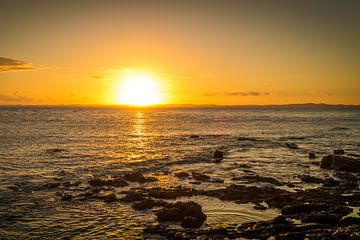 Stille en mooie zonsondergang in Barra in Salvador Brazil van Castro Sanderson