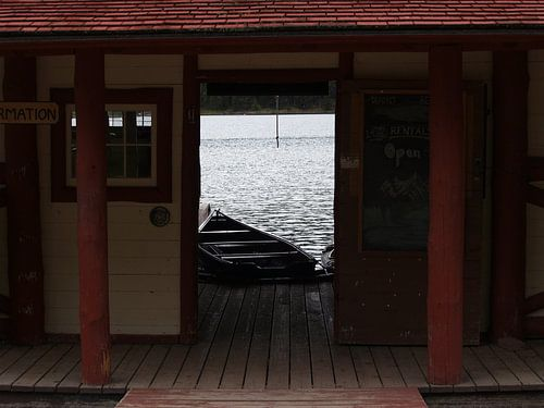 Boothouse Maligne Lake Canada van