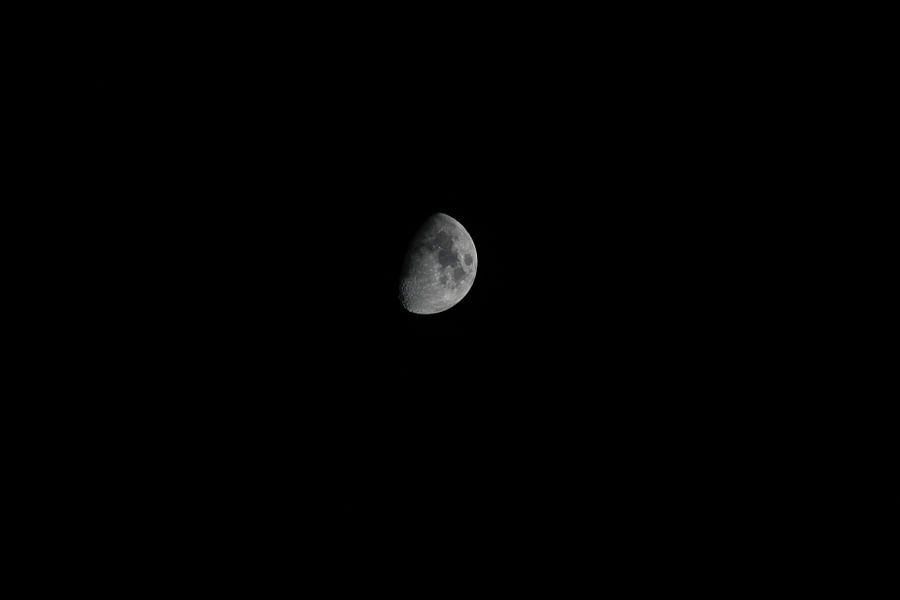 Moon van Dennis Debie