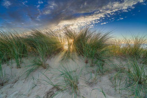 kustlandschap tijdens een zonsondergang van eric van der eijk