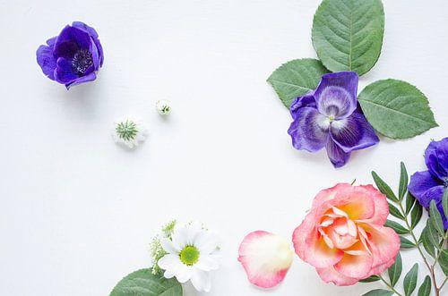 Kompositie met Anemonen en Roos van
