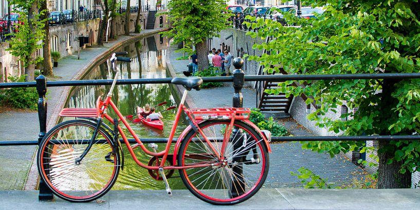 Rode fiets in Utrecht van Jelmer Jeuring