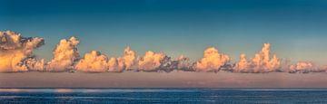 Panorama van wolken boven de Noordzee van Frans Lemmens