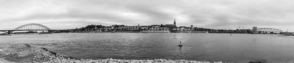 Panorama van Nijmegen van Loek van de Loo