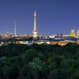 La ligne d'horizon de Berlin à l'heure bleue sur Frank Herrmann