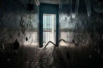 Stoel in gevangenis, urban exploring van Henk Elshout