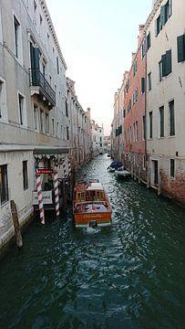 Bootskanal Venedig von Ard Edsjin
