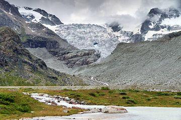 Moiry gletsjer in de zomer van Dennis van de Water