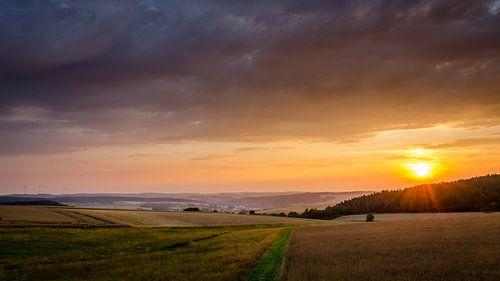 Zonsondergang boven Duitse velden