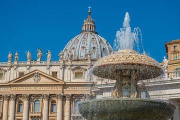 De fontein van Bernini en de basiliek van St. Peter in het Vaticaan van Castro Sanderson
