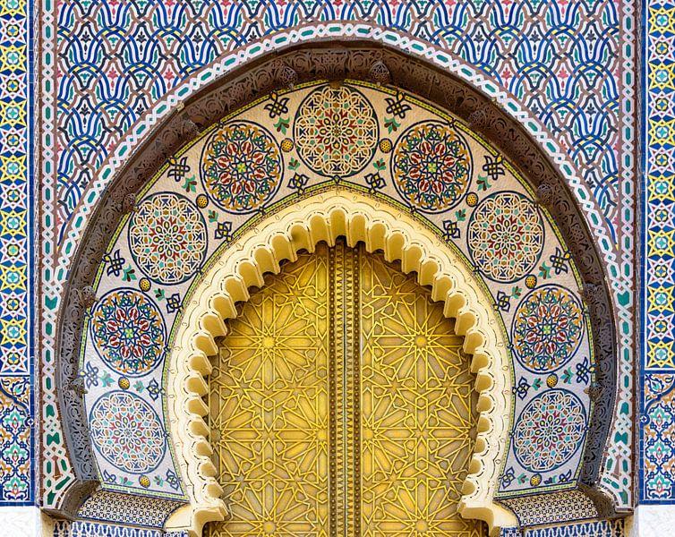 Detail deur van het koninklijk paleis in Fes, Marokko van Rietje Bulthuis