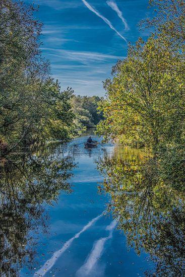 Roeibootje in het Friese natuurgebied De Deelen, vlakbij Oldeboorn