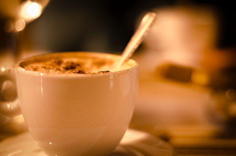 Cappuccino en sigaar van Tom Keysers