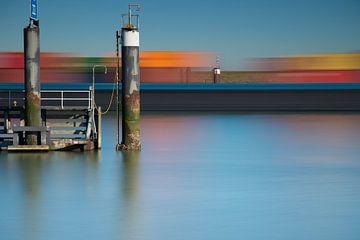 Containerschip in het kanaal von Jan van der Vlies
