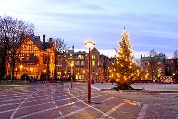 Kerstmis op het Museumplein in Amsterdam Nederland bij avond van