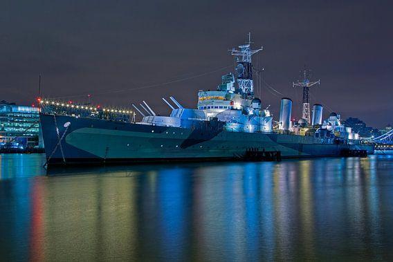 Nachtfoto HMS Belfast te Londen