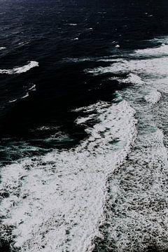 Uluwatu waves van Lotte Bosschieter