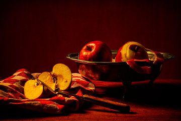 Stilleven: Appels met fruitschaal van Carola Schellekens