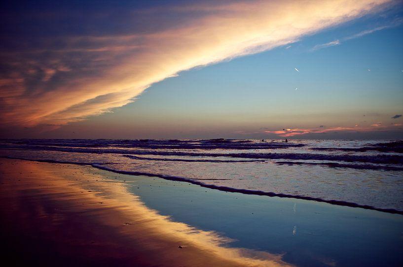 aan de kust. van Jan Klomp
