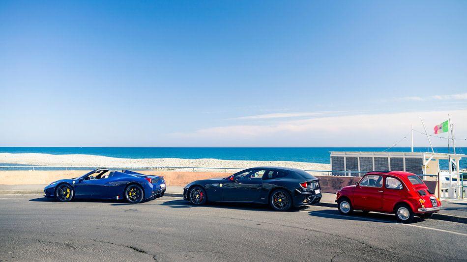 Italiaanse auto's Ferrari en Fiat 500
