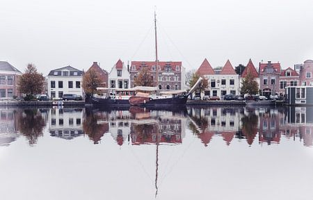 Haarlem: Spaarne reflecties.
