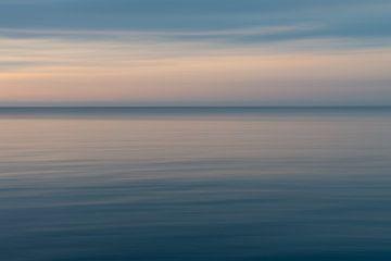 Abstracte zonsondergang zee - Bali van Ellis Peeters