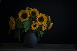 Nature morte avec des tournesols dans un vase sur John van de Gazelle