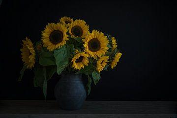 Stilleben mit Sonnenblumen in einer Vase