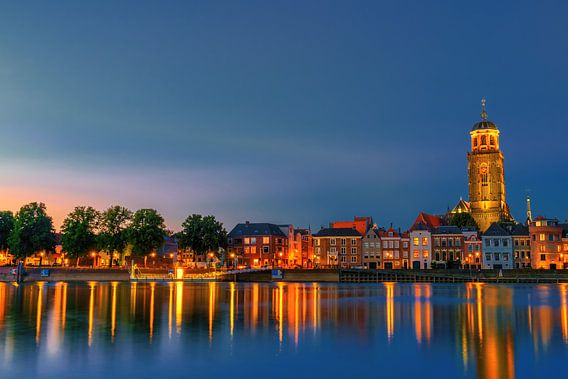 Deventer  Skyline Lebuinus kerk avond fotografie van Han Kedde