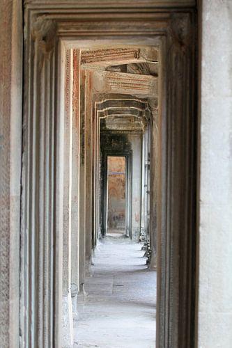 Inside Angkor Wat Temple van Levent Weber