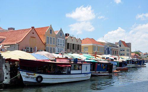 Floating market Willemstad, Curaçao van Martin Van der Pluym