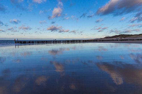 Golfbreker aan de zeeuwse noorzee kust bij Dishoek. Wout Kok One2expose van