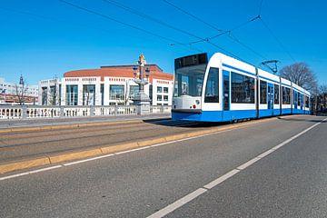 Stadsgezicht van Amsterdam op de Blauwbrug van Nisangha Masselink