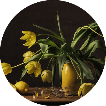 Stilleven tulpen van Monique van Velzen