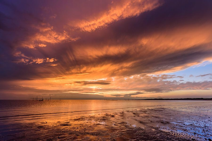 Sky on fire van Ellen van den Doel