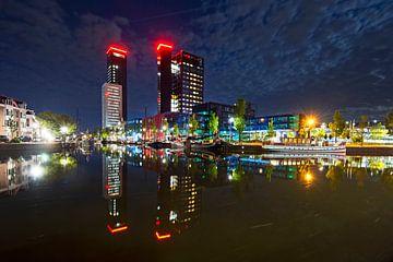 Tour Achmea à Leeuwarden de nuit sur Marcel van Kammen