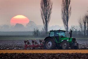 tractor voor de zon