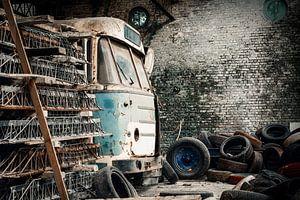 Verlaten busgarage van Erik Noordhoek