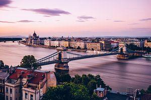 Budapest - Chain Bridge and Danube (Long Exposure) van