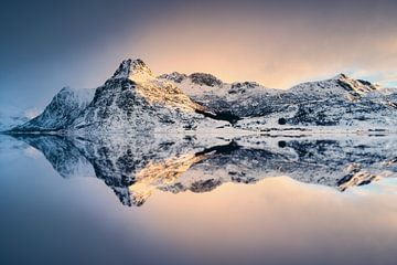 Fjord sur l'ile de Flakstadøy sur Arnaud Bertrande