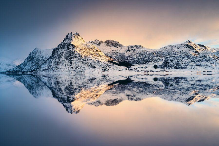 Fjord sur l'ile de Flakstadøy van Arnaud Bertrande