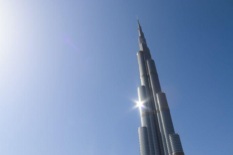 Een zonnige dag in Dubai bij de Burj Khalifa van MPfoto71