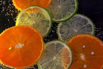 Mandarijn en limoen met bubbels van Kiezel Fotografie