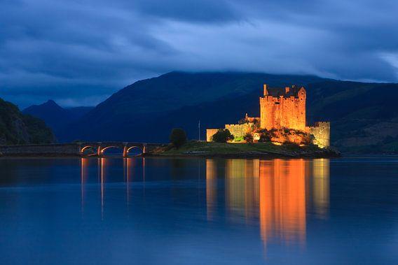 Eilean Donan Castle - Scotland van Henk Meijer Photography