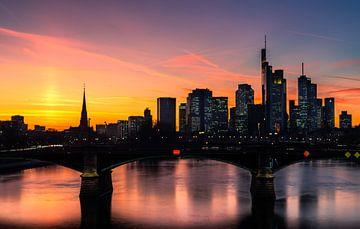 Skyline Frankfurt im Abendrot von Christian Klös