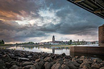 Tussen de buien door van Sander Korvemaker