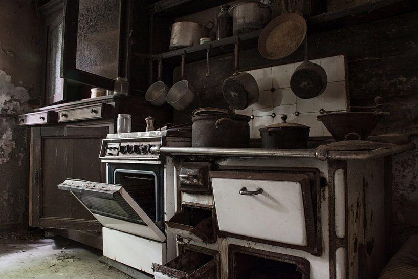 Urbex - verlaten keuken van Tim Vlielander